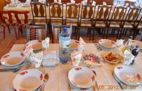 Ünnepi asztal a Virág Panzióban Koltón